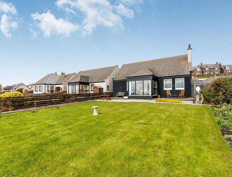 3 Bedrooms Detached Bungalow for sale in South Street, Johnshaven, Montrose, DD10