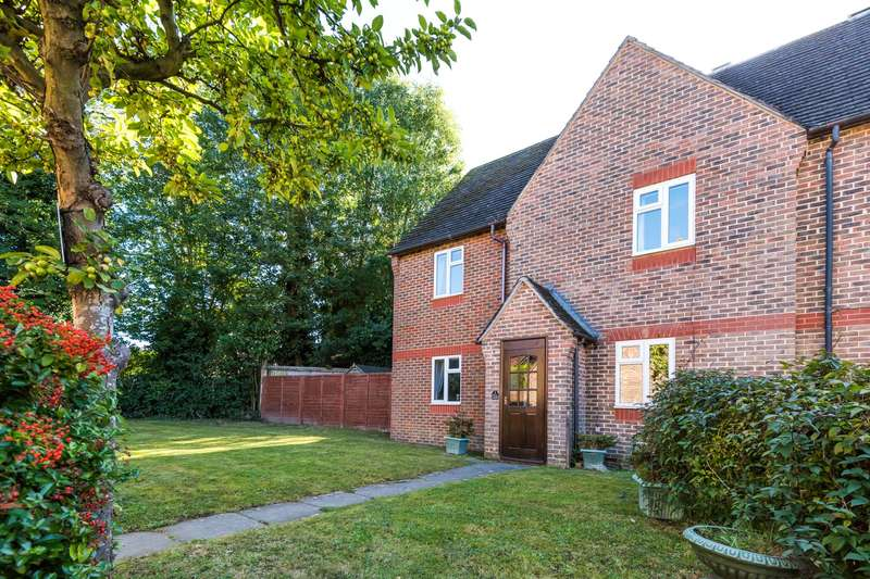 4 Bedrooms Semi Detached House for sale in Tanners Meadow, Brockham, RH3