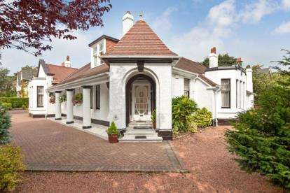 4 Bedrooms Bungalow for sale in Davieland Road, 38 Ayr Road
