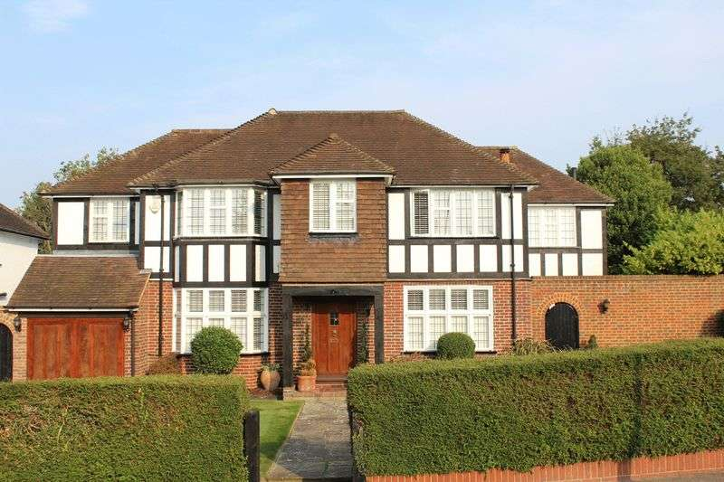 5 Bedrooms Detached House for sale in Briton Crescent, Sanderstead, Surrey