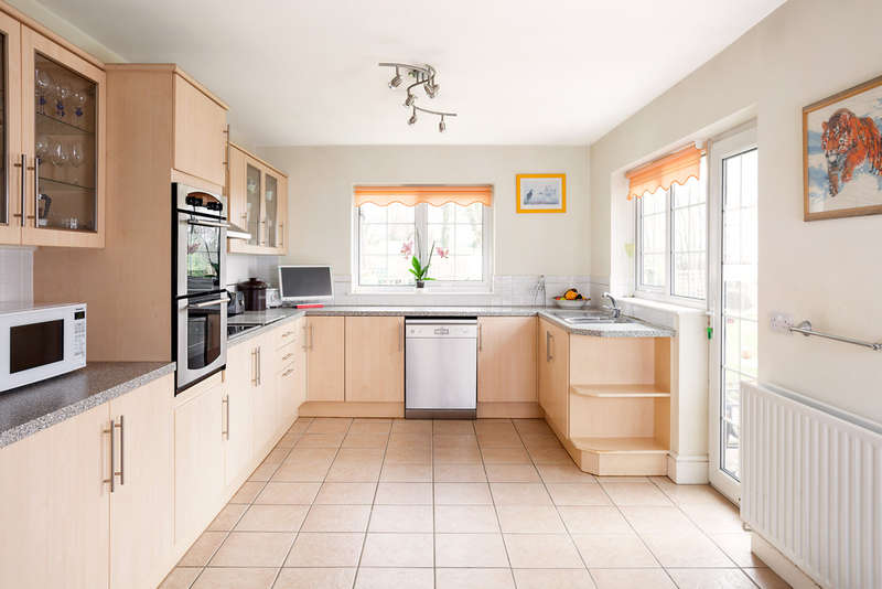 4 Bedrooms Detached House for sale in Bedhampton, Hampshire