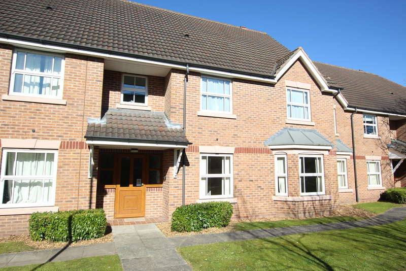 2 Bedrooms Ground Flat for sale in Elm Road, New Hall Manor, Walmley, Sutton Coldfield, B76 2PQ