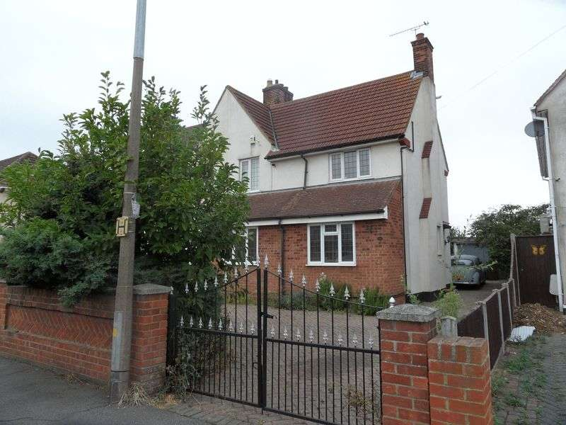 3 Bedrooms Semi Detached House for sale in Princes Avenue, Stanford-Le-Hope