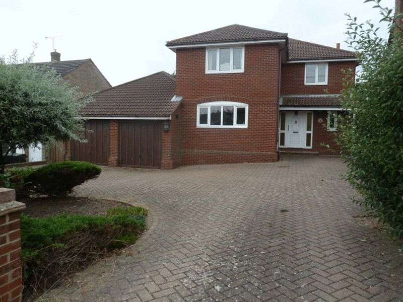 4 Bedrooms Detached House for sale in Alexandra Avenue, West Mersea