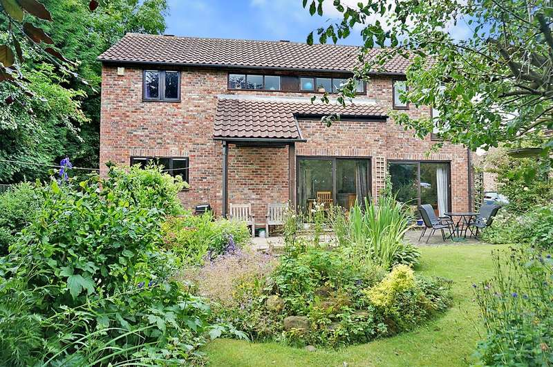 4 Bedrooms Detached House for sale in Chapel Close, Bickerton, Wetherby