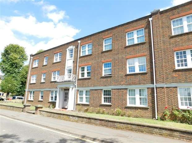 Flat in  Home Park Walk  Kingston Upon Thames  KT1  Richmond