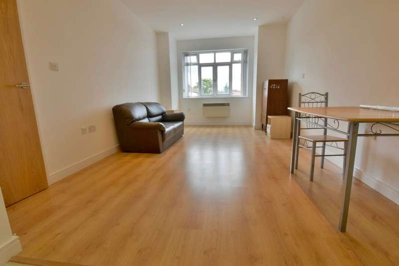 Flat in  Neeld Crescent  London  NW4  Richmond