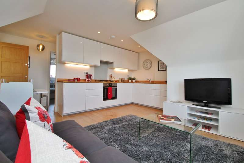 Flat in  Tolworth Rise South  Tolworth  Surbiton  KT5  Richmond
