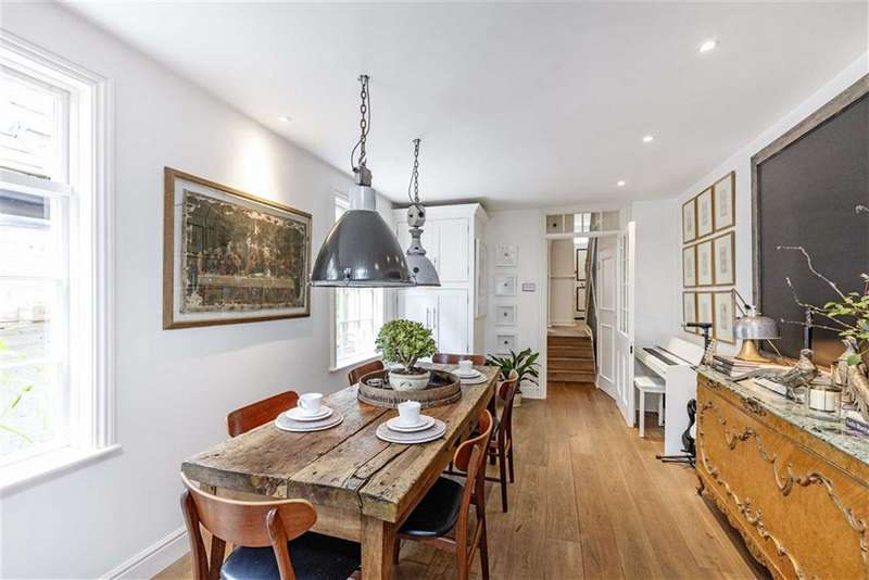 Terraced house in  Stephendale Road  Fulham  London  SW6  Richmond