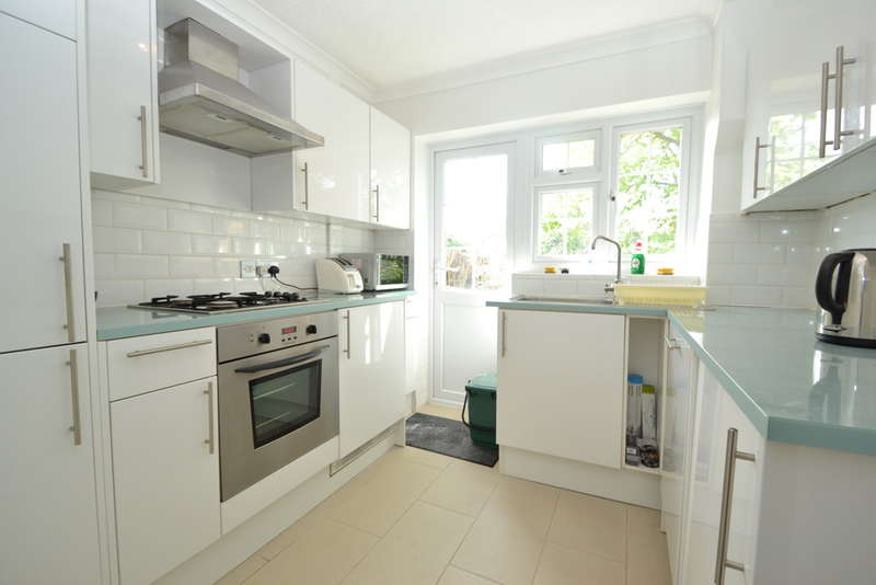 Flat in  Portsmouth Road  Thames Ditton  Surrey  KT7  Richmond