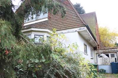 Detached house in  The Retreat  Harrow  HA2  Richmond