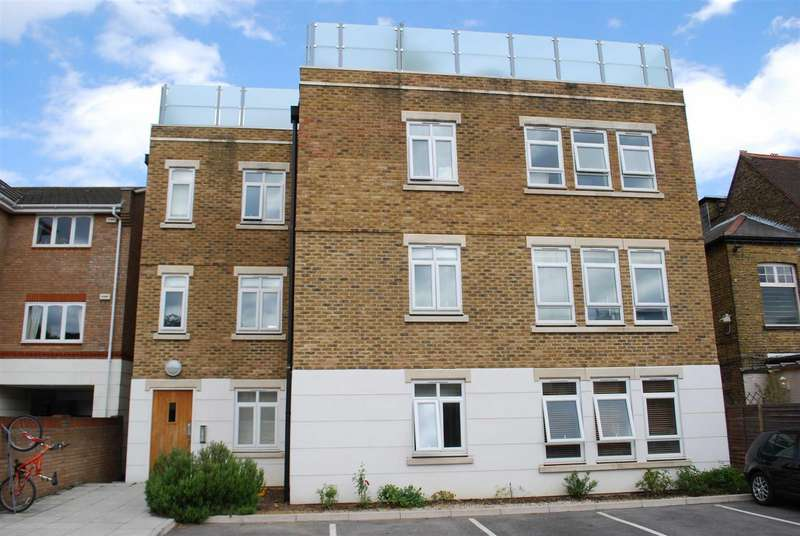 Flat in  London Road  Kingston Upon Thames  KT2  Richmond